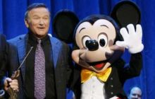 "ANAHEIM, CA - SEPTEMBER 10:  In this handout image provided by Disney, actor Robin Williams (C) is recognized by host Tom Bergeron and Mickey Mouse for Williams' work in ""Aladdin,"" ""Good Morning, Vietnam"" and ""Dead Poets Society"" in a presentation announcing the D23 Expo September 10, 2009 in Anaheim, California. This fall, Williams stars with John Travolta in Walt Disney Films' ""Old Dogs.""  (Photo by Adam Larkey/Disney-ABC Televsion Group via Getty Images) *** Local Caption *** Tom Bergeron;Robin Williams"
